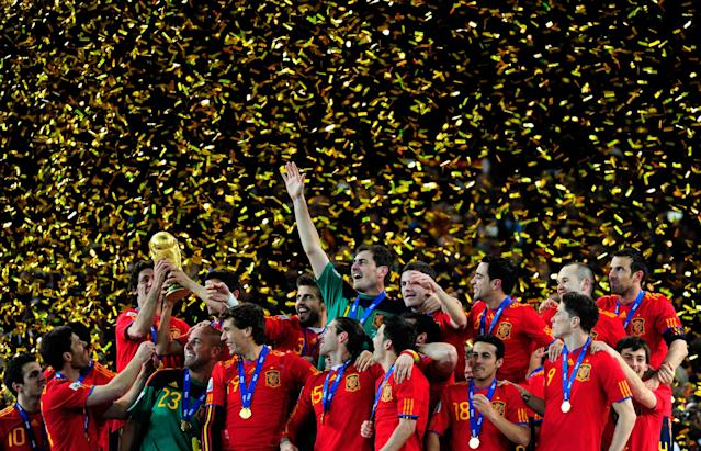 JOHANNESBURG, SOUTH AFRICA - JULY 11: The Spain team celebrate winning the World Cup as captain Iker Casillas (C) waves to fans during the 2010 FIFA World Cup South Africa Final match between Netherlands and Spain at Soccer City Stadium on July 11, 2010 in Johannesburg, South Africa. (Photo by Jamie McDonald/Getty Images)