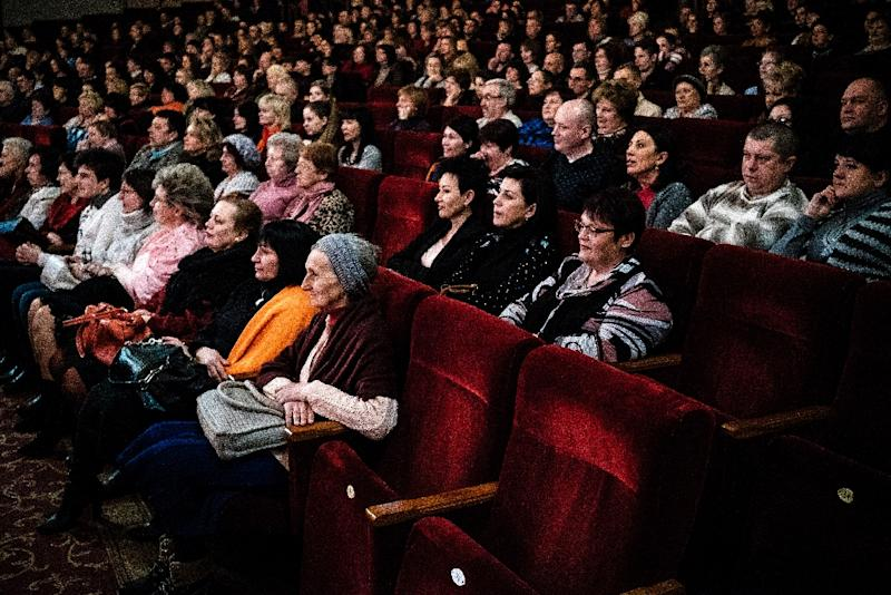 """People attend a performance of the operetta """"The Merry Widow"""" by the composer Franz Lehar at the Donetsk State Academic Opera and Ballet Theatre (AFP Photo/Dimitar Dilkoff)"""