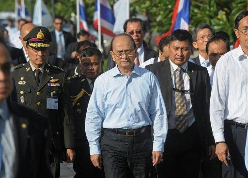 Myanmar president Thein Sein (centre) visits the Regional Investment and Economic Center in Chonburi