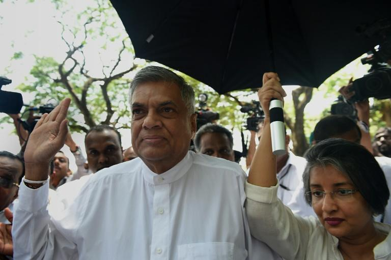 Sri Lanka's Prime Minister Ranil Wickremesinghe (L) and his wife Maithree Wickramasinghe arrive to cast their votes at a polling station in Colombo on August 17, 2015