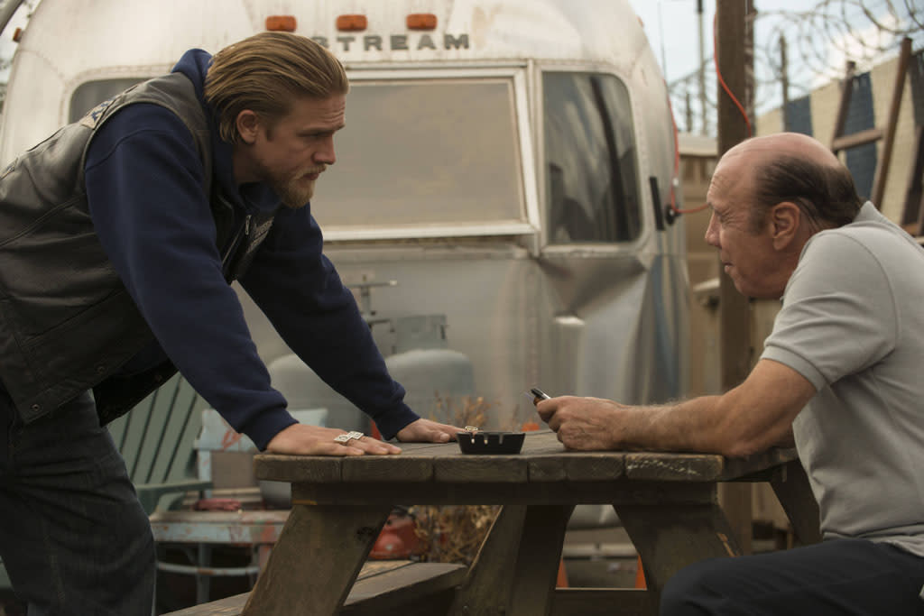 """Charlie Hunnam as Jackson 'Jax' Teller and Dayton Callie as Wayne Unser in the """"Sons of Anarchy"""" episode, """"J'ai Obtenu Cette."""""""