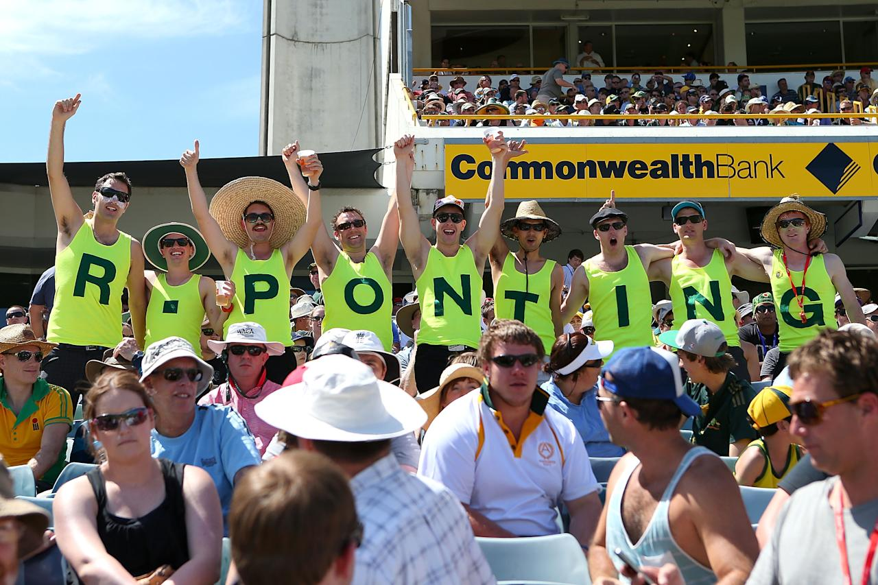 PERTH, AUSTRALIA - DECEMBER 01: Spectators show their respect for Ricky Ponting of Australia during day two of the Third Test Match between Australia and South Africa at WACA on December 1, 2012 in Perth, Australia.  (Photo by Paul Kane/Getty Images)