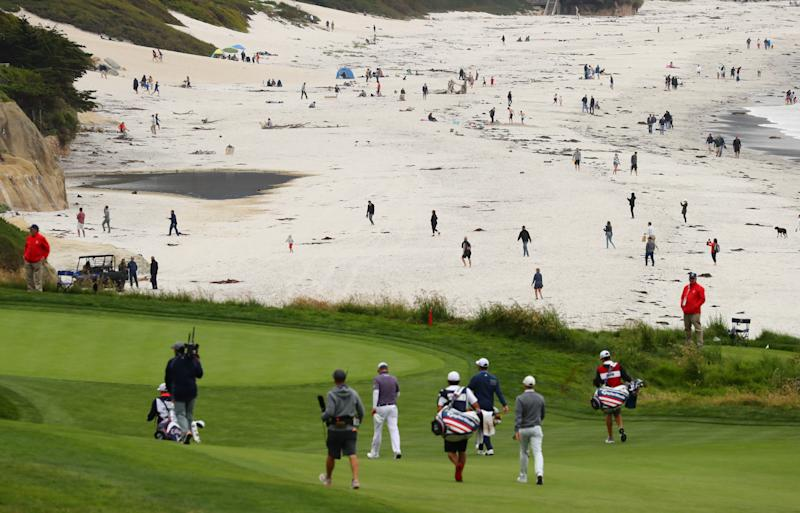Say, those people are awfully close to the golf course ... (Rob Schumacher, USA TODAY Sports)