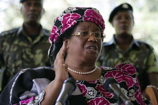 Joyce Banda announces the death of President Bingu wa Mutharika in Lilongwe on Saturday