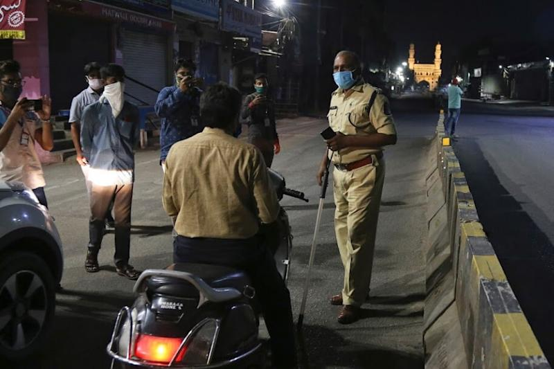 Locals Attack Police Officers After Cops Arrest Man for Violating Lockdown Regulations in MP's Indore