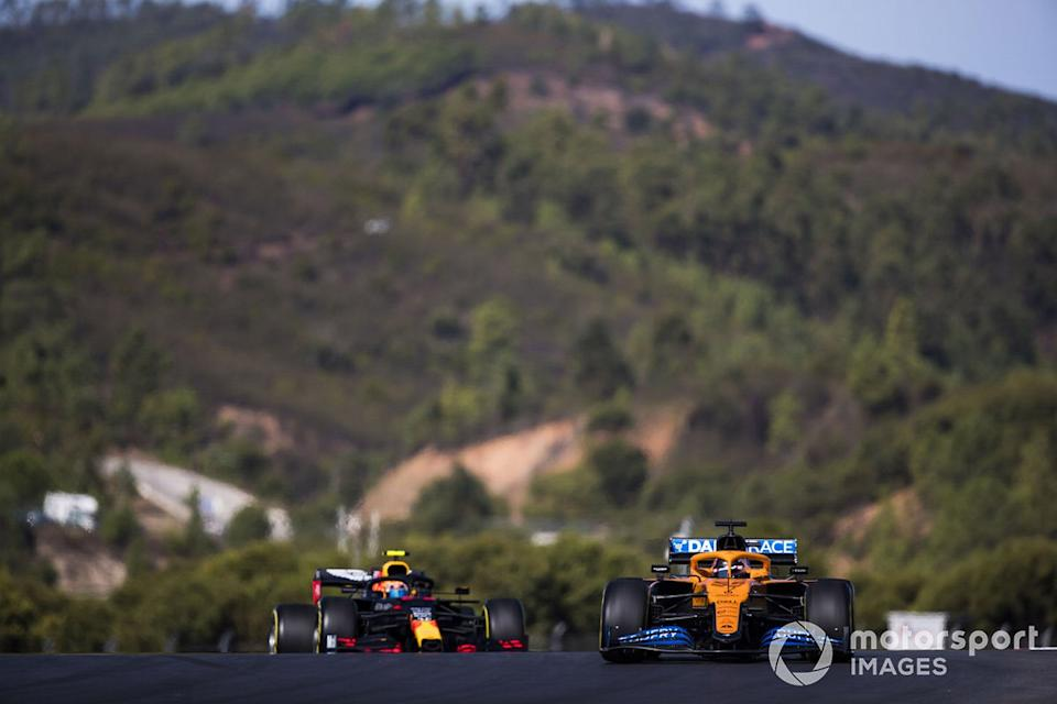 "Carlos Sainz Jr., McLaren MCL35, Alex Albon, Red Bull Racing RB16<span class=""copyright"">Sam Bloxham / Motorsport Images</span>"