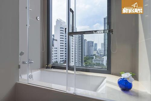09-The-Pillars-Executive-Studio-Residences---Bathroom-1MB