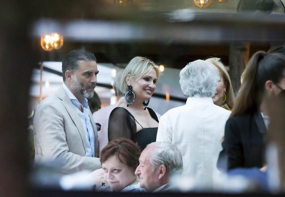 MADRID, SPAIN - JUNE 07: Ainhoa Arteta, Matias Urrea and Carmen Lomana talk with French photographer Jean-Daniel Lorieux during the dinner in his honor after presenting his exhibition on the occasion of the Oceans Day, June 7, 2021, in Madrid, Spain. (Photo By Jose Velasco/Europa Press via Getty Images)