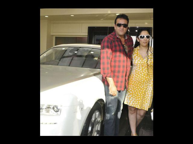"""<div class=""""heading03""""><strong>Sanjay Dutt's Gift for Manyata Dutt</strong></div> <p>Sanju baba (a name given to him by his friends in the industry) is known for his generosity. He gifted his wife Manyata a brand new Rolls Royce Ghost Luxury car which was estimated to be about 3 crores. This car was a new member in their collection of expensive cars.</p>"""
