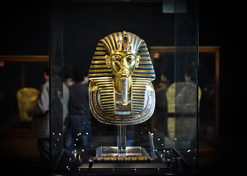 The burial mask of Egyptian Pharaoh Tutankhamun, at the Cairo museum in the Egyptian capital on January 23, 2015 (AFP Photo/Mohamed El-Shahed)