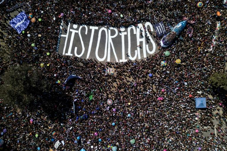 Aerial view showing the march on International Women's Day in Santiago, Chile (AFP Photo/JAVIER TORRES)