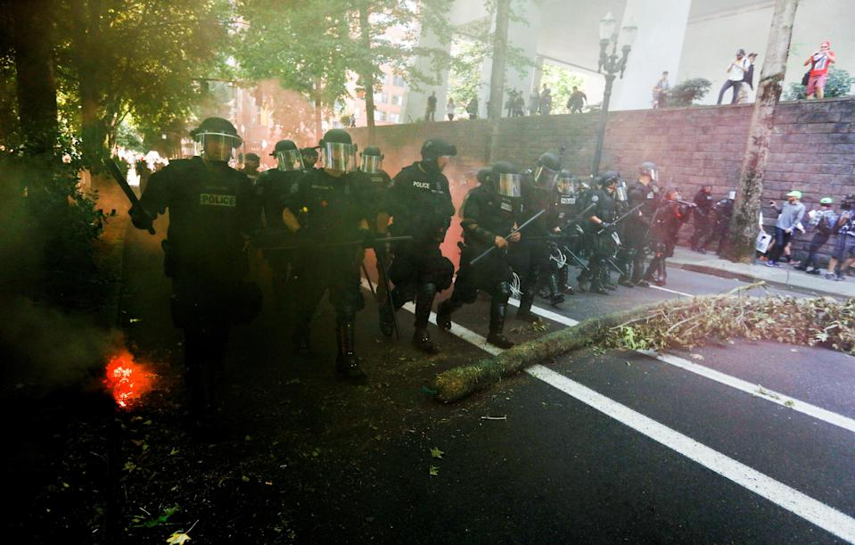 <p>Police advance toward counterprotesters during a rally by the Patriot Prayer group in Portland, Ore., Aug. 4, 2018. (Photo: Bob Strong/Reuters) </p>