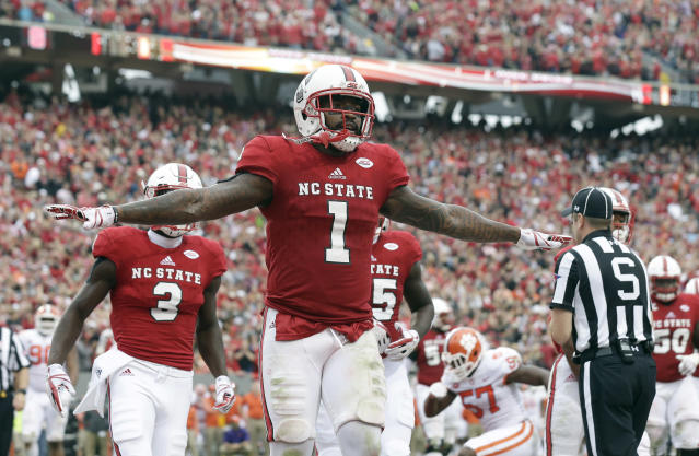 "North Carolina State's <a class=""link rapid-noclick-resp"" href=""/ncaaf/players/241263/"" data-ylk=""slk:Jaylen Samuels"">Jaylen Samuels</a> (C) leads the Wolfpack in receptions (69) and rushing touchdowns (11). (AP Photo/Gerry Broome)"