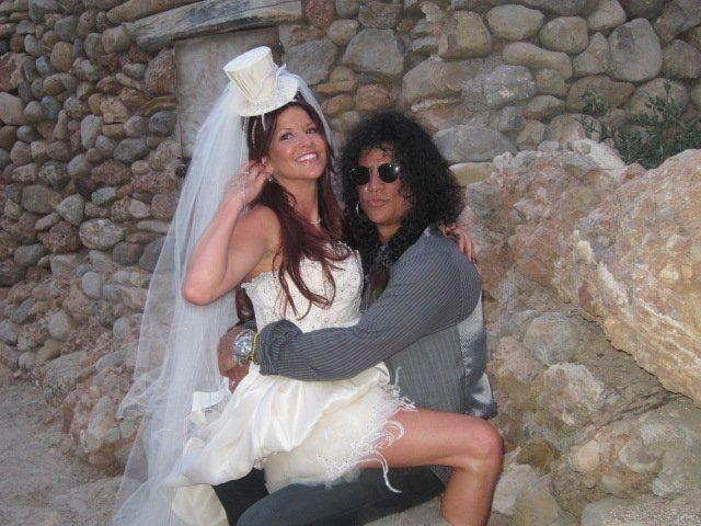 The veil Perla wore when marrying Slash is up for auction, estimated to sell for $600. (Photo: Julien's Auctions)