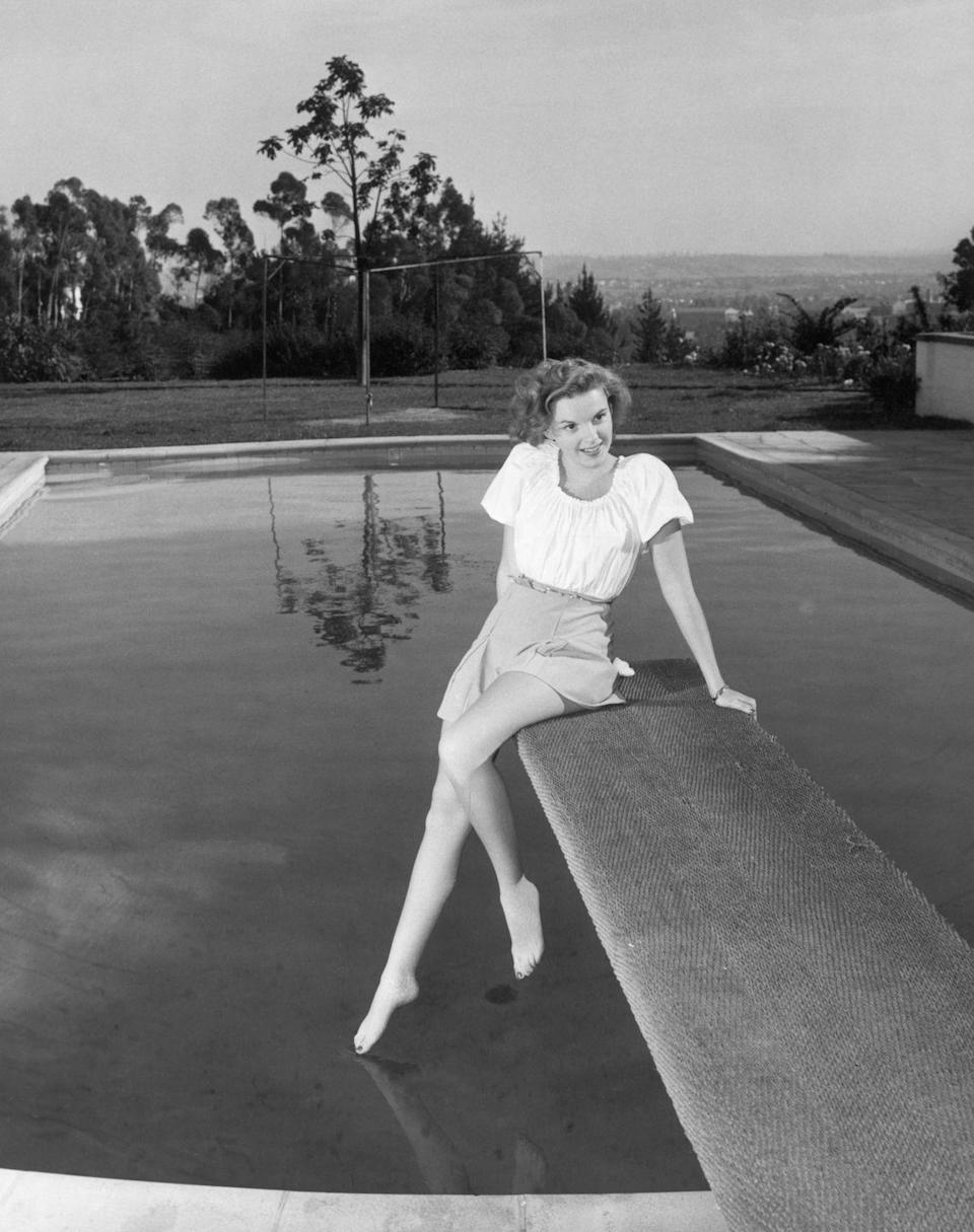 <p>Although Garland found fame at a very young age (she was only 16 when she filmed <em>The Wizard of Oz</em>), she spent much of her early tween years performing in dance groups and honing her craft.</p>