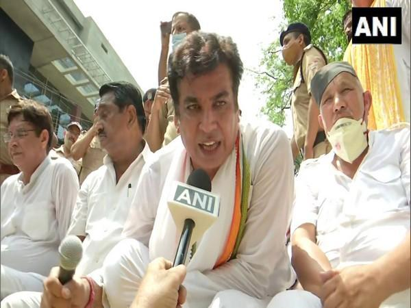 Congress leader Devender Yadav speaks to ANI during a protest over fule price hike, in Dehradun on Saturday. [Photo/ANI]