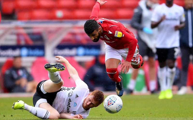 Harrison Reed of Fulham clashes with Tiago Silva of Nottingham Forest during the Sky Bet Championship match between Nottingham Forest and Fulham at City Ground on July 07, 2020 in Nottingham - GETTY IMAGES