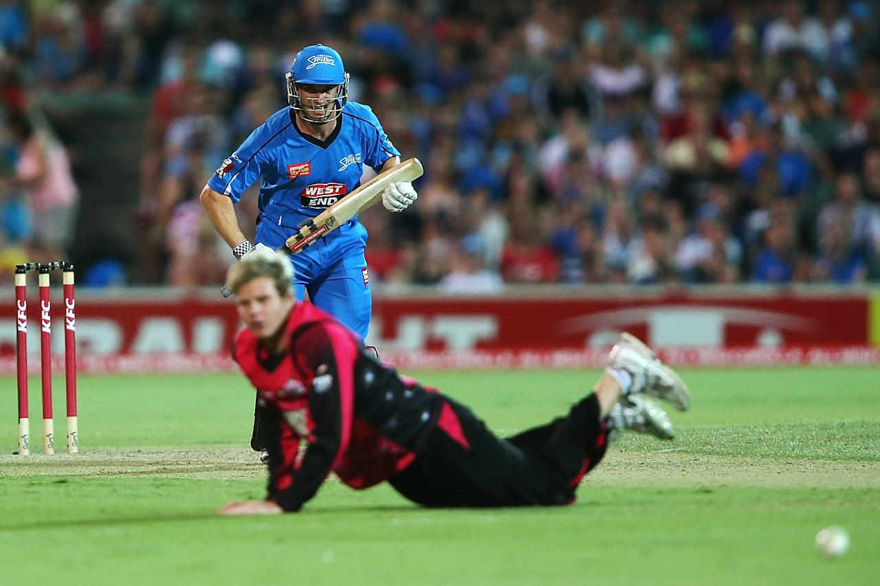 ADELAIDE, AUSTRALIA - DECEMBER 23: Michael Klinger of the Strikers gets the ball past Steven Smith of the Sixers during the Big Bash League match between the Adelaide Strikers and the Sydney Sixers at Adelaide Oval on December 23, 2012 in Adelaide, Australia.  (Photo by Morne de Klerk/Getty Images)
