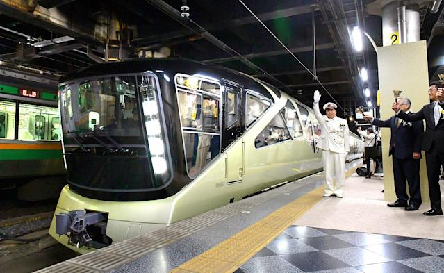 <p>East Japan Railway's Train Suite Shiki-shima leaves Ueno Station on May 1, 2017 in Tokyo. (Photo: Asahi Shimbun via Getty Images) </p>