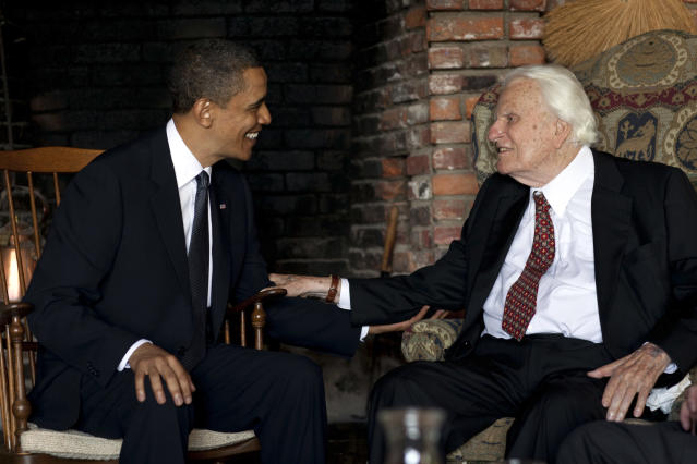 <p>President Barack Obama visits Billy Graham at his mountainside home in Montreat, N.C., on April 25, 2010. (Photo: The White House, Pete Souza/AP) </p>