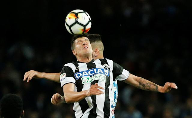 Soccer Football - Serie A - Napoli vs Udinese Calcio - Stadio San Paolo, Naples, Italy - April 18, 2018 Udinese's Stipe Perica in action with Napoli's Marek Hamsik REUTERS/Ciro De Luca