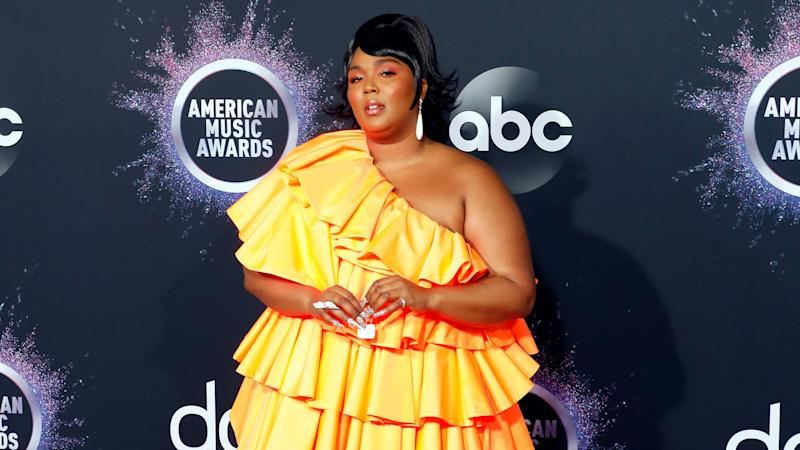 Lizzo's Tiny Purse Stole the Show at the AMAs 2019 and Won the Internet
