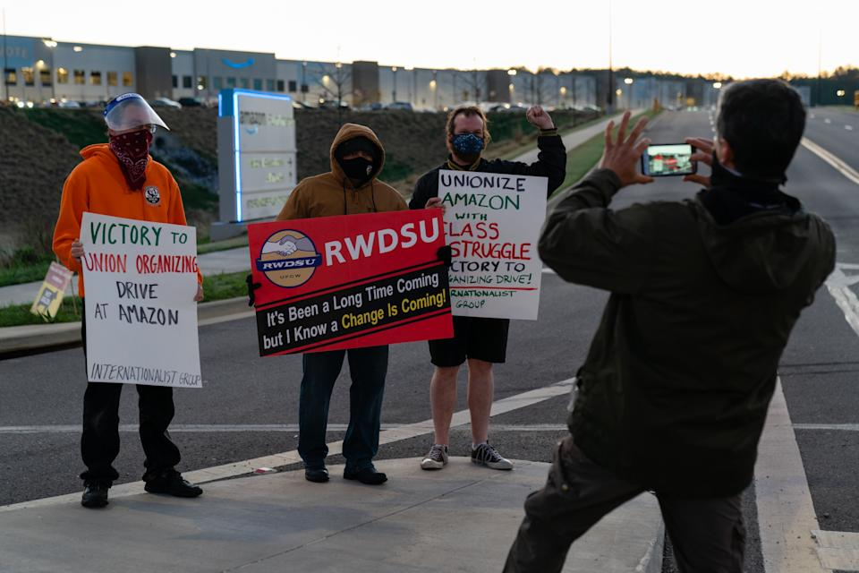 A supporter of the RWDSU unionization effort with other supporters outside the Amazon fulfillment warehouse in Bessemer, Ala. (Elijah Nouvelage/Getty Images)