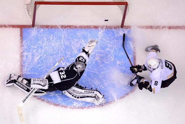 Anaheim Ducks right wing Teemu Selanne, right, of Finland, scores past Los Angeles Kings goalie Jonathan Quick during the second period in Game 3 of an NHL hockey second-round Stanley Cup playoff series, Thursday, May 8, 2014, in Los Angeles. (AP Photo/Mark J. Terrill)