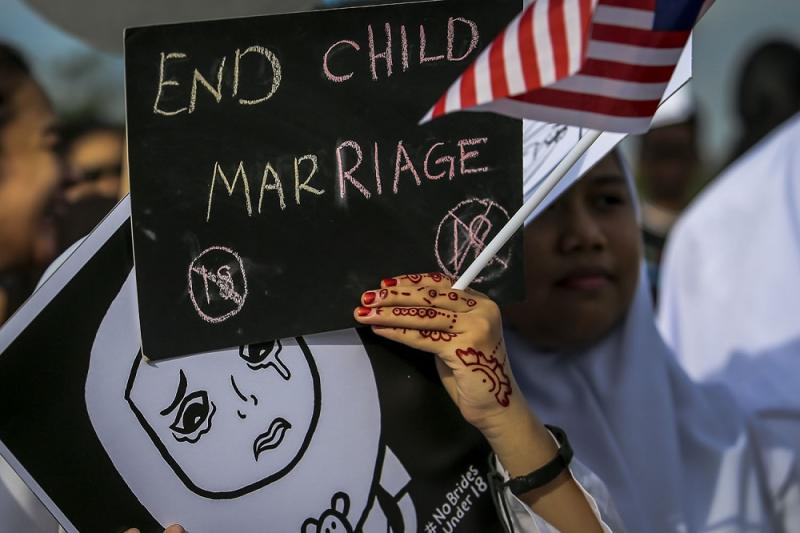 Students protest against child marriage outside the Parliament in Kuala Lumpur November 13, 2018. — Picture by Hari Anggara