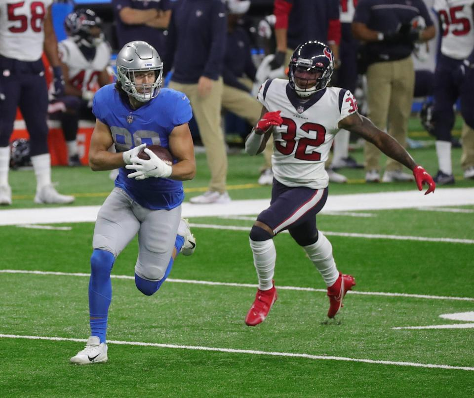 Lions tight end T.J. Hockenson makes a catch against Texans cornerback Lonnie Johnson during the first half at Ford Field on Thursday, Nov  26, 2020.