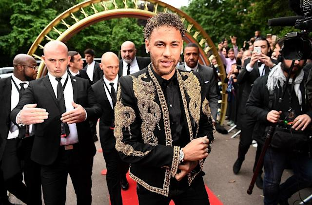 Neymar sported a Brazilian look when he went to the French football awards where he was named best player in France. (AFP Photo/FRANCK FIFE)