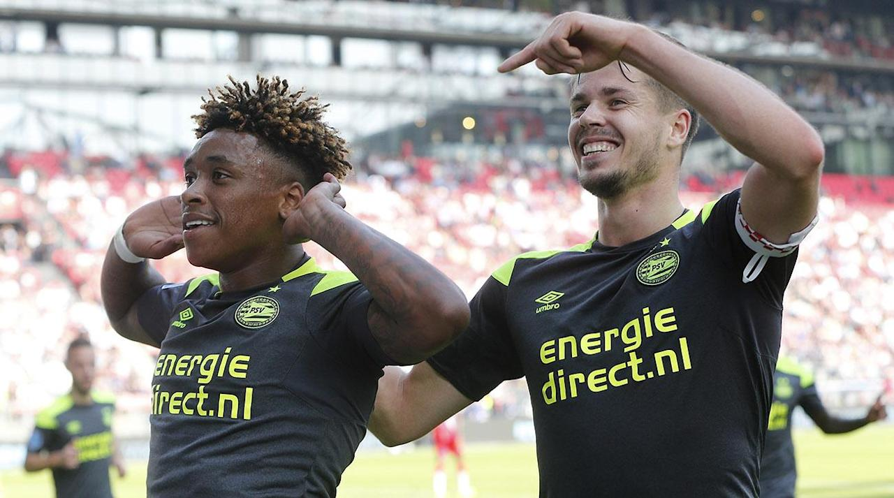 """<p>Prior to its match against Utrecht, Dutch club PSV Eindhoven showed support to the Mexican community by wearing #FuerzaMexico shirts on Sunday.</p><p>PSV's message of solidarity was led by its own Mexican star, Hirving """"Chucky"""" Lozano, who signed for the club this past summer from Liga MX's Pachuca. Since the devastating earthquake that took more than 300 lives across the nation, #FuerzaMexico has become the main hashtag promoting strength and unity throughout the country.</p><p></p><p>PSV ended up winning 7-1, thanks to four goals and an assist by 23-year-old star Jürgen Locadia. Lozano also scored in the 40th minute. The win secures the top spot for PSV in the Eredivisie, one point ahead of Heerenveen. </p>"""
