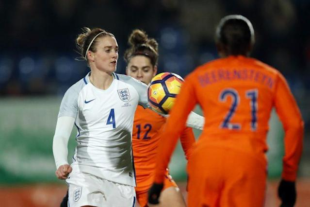 (L-R) Jade Moore of England, Tessel Middag of Holland, Lineth Beerensteyn of Hollandduring the friendly match between the women of Netherlands and England on November 29, 2016 at the Koning Willem II stadium in Tilburg, The Netherlands.(Photo by VI Images via Getty Images)