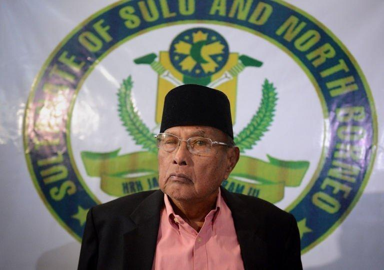 """Jamalul Kiram III, the 74-year-old """"Sultan of Sulu"""", attends a press conference in Manila, February 26, 2013. Jamalul Kiram III emerged from political obscurity this month after a few dozen of his armed followers sailed to neighbouring Malaysia to stake an ancestral territorial claim"""