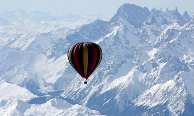 Seriously?! A hot-air balloon ride over Mt. Everest will cost you $2.6 million