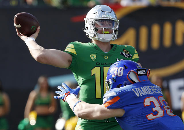 Oregon quarterback Justin Herbert attempts a pass against Boise State during the first half of the Las Vegas Bowl NCAA college football game Saturday, Dec. 16, 2017, in Las Vegas. (AP Photo/John Locher)
