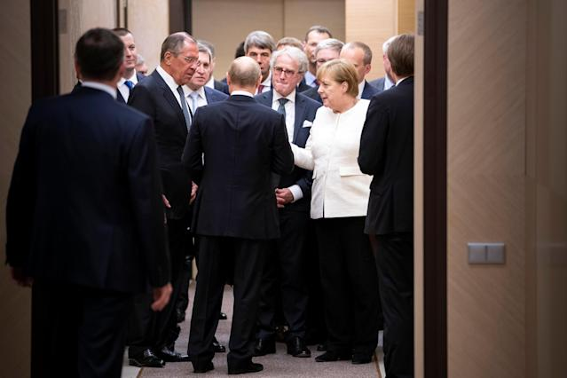 Russian President Vladimir Putin and Foreign Minister Sergei Lavrov talk to German Chancellor Angela Merkel during their meeting in Sochi, Russia, May 18, 2018. Bundesregierung/Guido Bergmann/Handout via REUTERS ATTENTION EDITORS - THIS PICTURE WAS PROVIDED BY A THIRD PARTY. NO RESALES. NO ARCHIVES