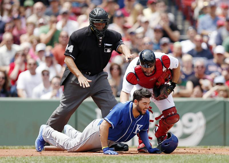 Royals 1B Eric Hosmer scratched with bruised hand