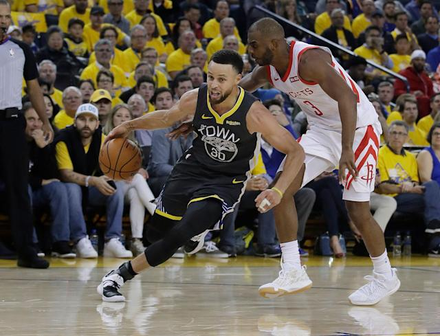 Stephen Curry is still dealing with pain, but practiced without restrictions Thursday. (AP)