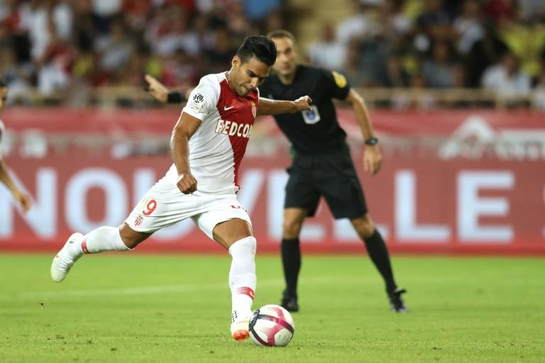 Radamel Falcao had a second-half penalty saved as Monaco drew with Lille