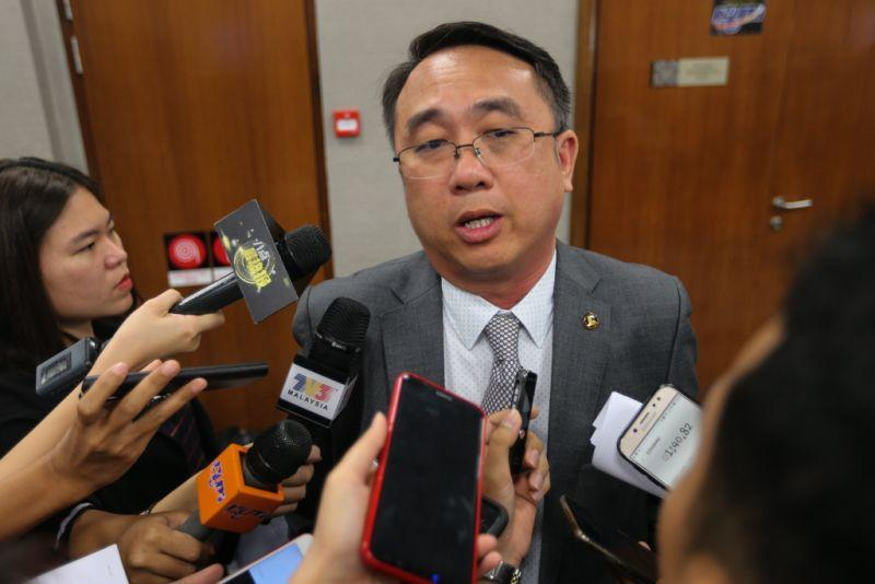 In July last year, Gerakan secretary-general Datuk Liang Teck Meng represented the party to file a defamation suit against Lim Guan Eng. ― Picture by Ahmad Zamzahuri