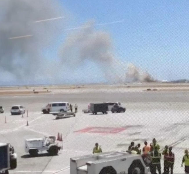 This photo provided by Wei Yeh shows what a federal aviation official says was an Asiana Airlines flight crashing while landing at San Francisco airport on Saturday, July 6, 2013. It was not immediately known whether there were any injuries. (AP Photo/Wei Yeh)