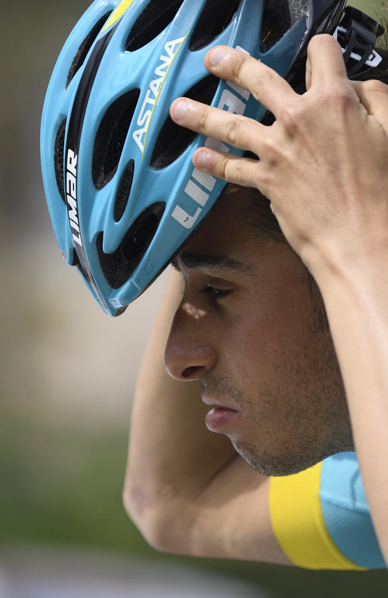 Cycling - Aru out of Giro d'Italia with knee injury