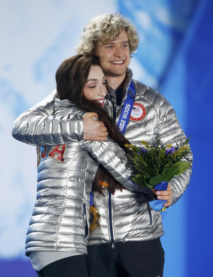 Gold medallists Meryl Davis and Charlie White of the U.S. celebrate during the medal ceremony for the figure skating ice dance free dance program at the 2014 Sochi Winter Olympics February 18, 2014. REUTERS/Shamil Zhumatov (RUSSIA - Tags: OLYMPICS SPORT FIGURE SKATING)