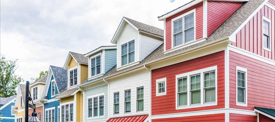 As clock ticks on low mortgage rates, homeowners rush to refinance
