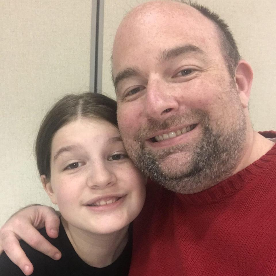 Dad Writes Over 690 Inspiring Lunch Notes to Daughter to Ease Her Anxiety at School: 'Be Present'