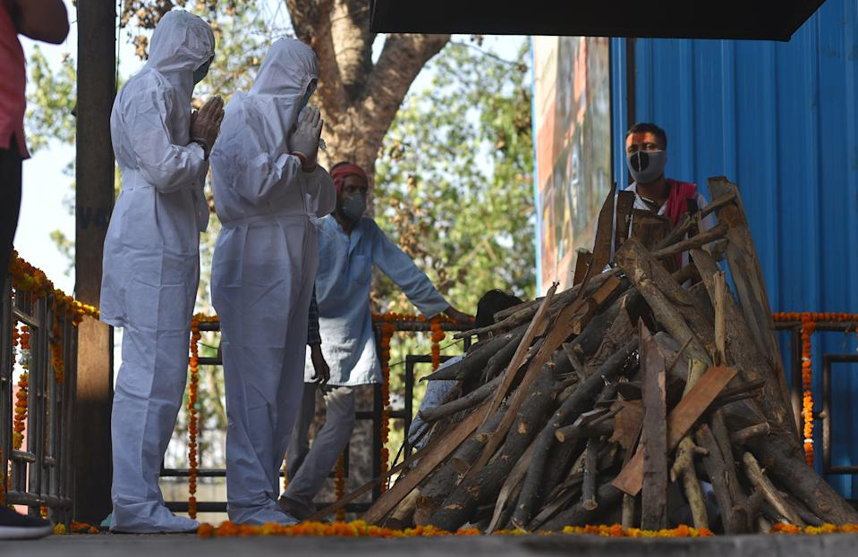 <p>File image: Family members perform the final rites at a cremation ground for Covid-19 victims in Delhi</p> (EPA)