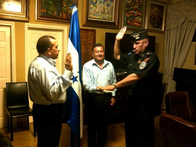 "In this May 22, 2012 photo released by the the presidential press office, Juan Carlos Bonilla Valladares, right, known as ""El Tigre"" or ""The Tiger,"" is sworn-in as Honduras' chief of police by President Porfirio Lobo, left, in Tegucigalpa, Honduras. Bonilla Valladares, the new chief chosen to clean up a Honduran national police force tarred with allegations of corruption and involvement in murders was accused by the department's internal affairs investigators of running a death squad when he was a top regional police official. (AP Photo/Honduras' Presidential Press Office)"
