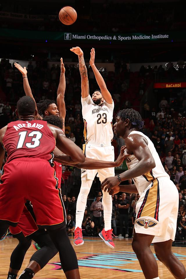 MIAMI, FL - NOVEMBER 30: Anthony Davis #23 of the New Orleans Pelicans shoots the ball against the Miami Heat on November 30, 2018 at American Airlines Arena in Miami, Florida. (Photo by Issac Baldizon/NBAE via Getty Images)