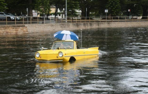 Not even the gloomy weather could ruin the fun of taking this vintage amphicar out for a spin. Source: Be